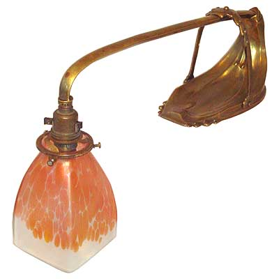 Arts & Crafts Amsterdam School brass lamp with Palme Konig glass shade (gm206c)