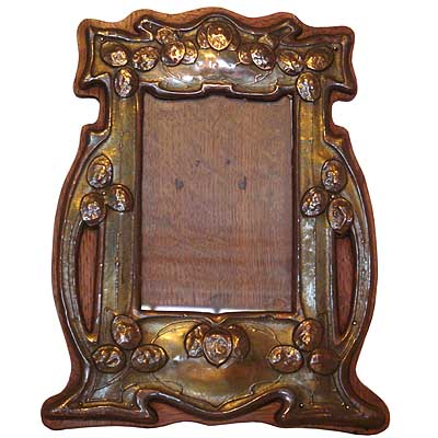 Arts & Crafts oak backed copper photo frame by Joseph Sankey & Sons (gm161)