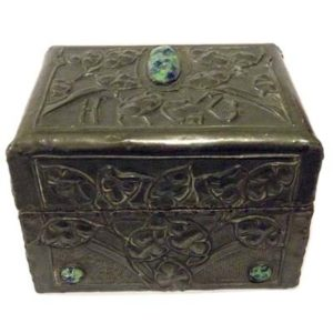 Arts & Crafts pewter box with cabachons (m515)