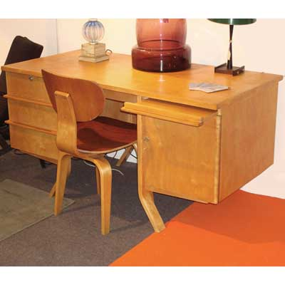 Bent plywood desk and chair by Wim Rietveld for Pascoe