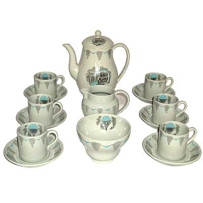 Wedgwood pottery coffee service designed by Eric Ravilious c1950 (gm166)